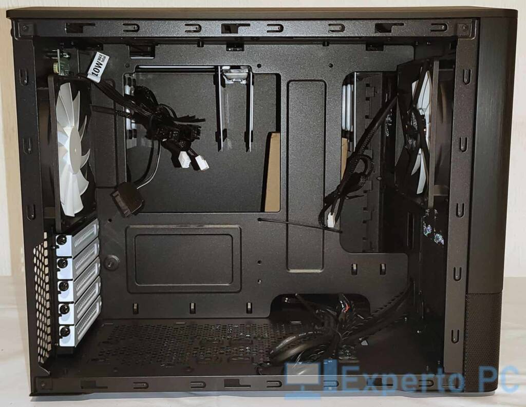 Fractal Design Node 804 interior 1
